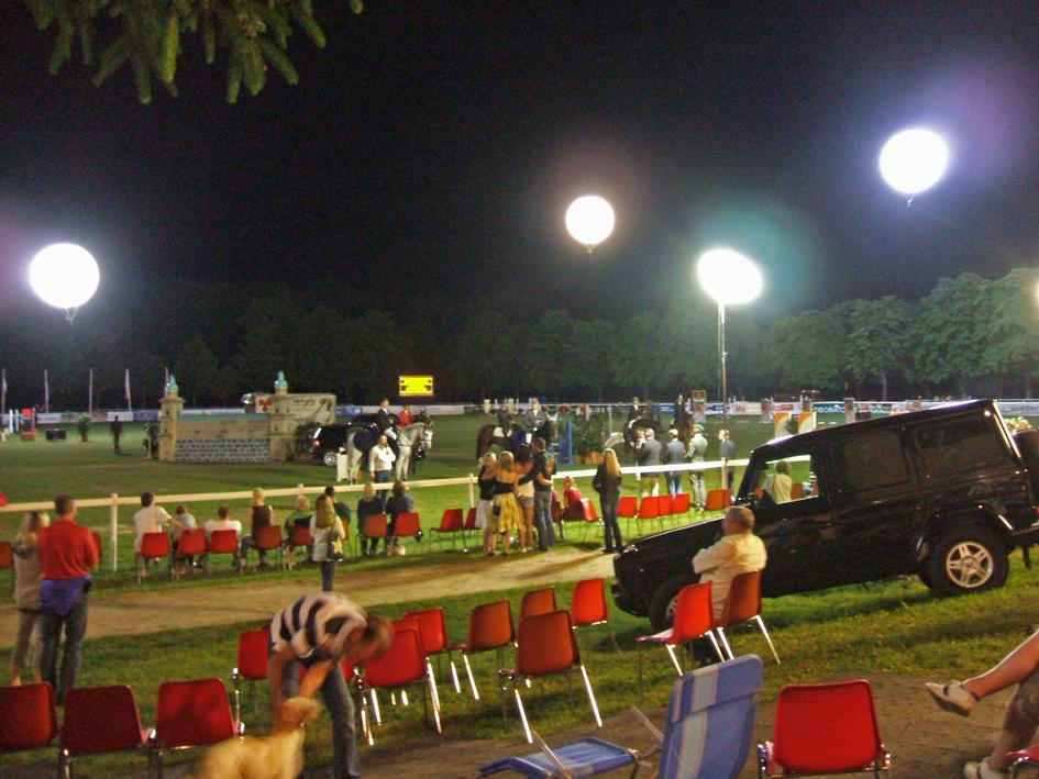EVENTPRODUKTION Pferdespringreiten in Wiener Neustadt Ballon: SOL-LIGHT 500cm 16kw Daylight